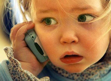 image cellulare bambini - L'operatore telefonico