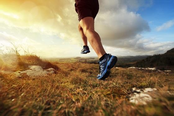 outdoor cross country running in early sunrise concept for exerc - Tre non è il numero perfetto