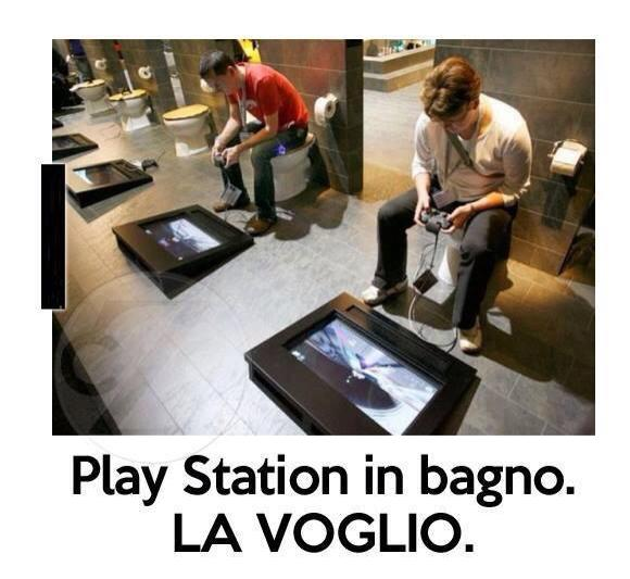 playstation in bagno - Partita a PES